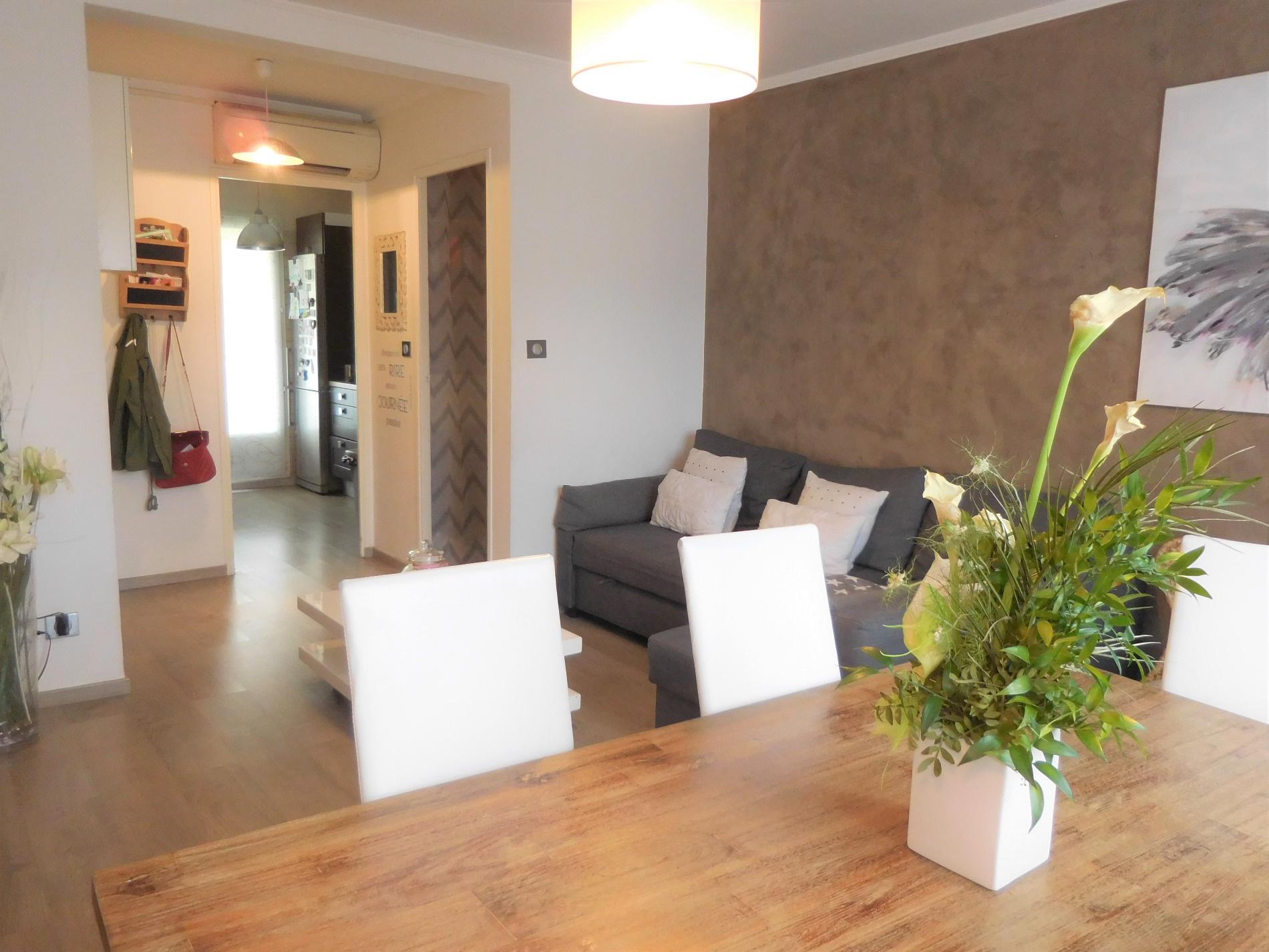 vente aubagne pin vert t3 enti rement refait neuf. Black Bedroom Furniture Sets. Home Design Ideas